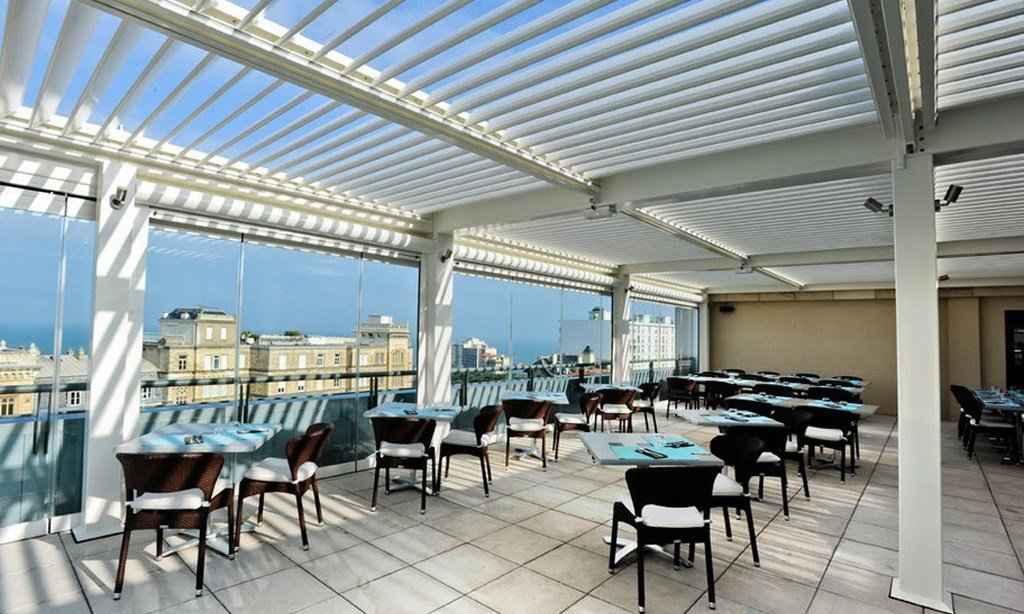 Rooftop Restaurant with Bioclimatic Glass Room