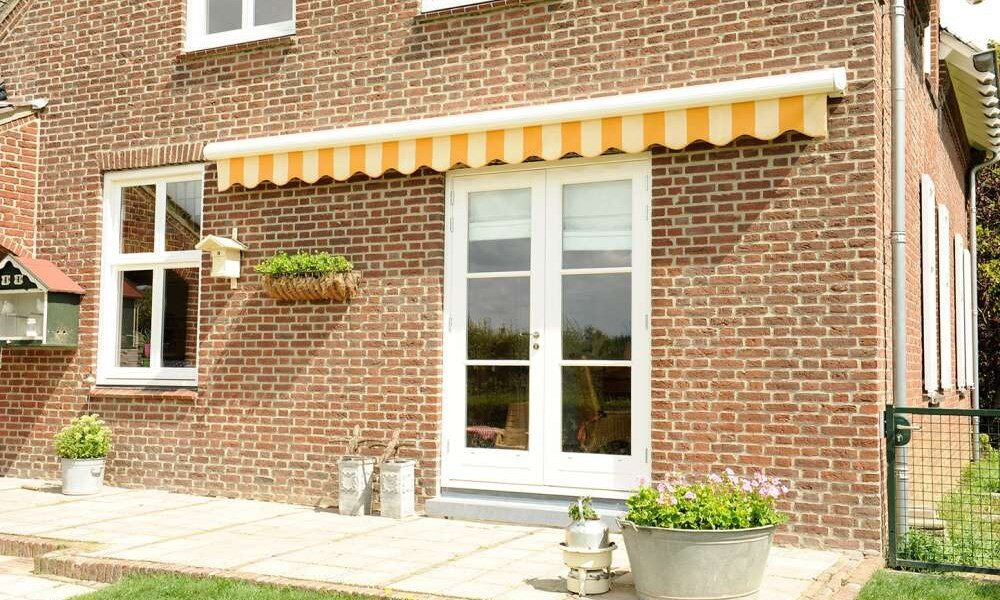 Gota Electric Awning with Valance
